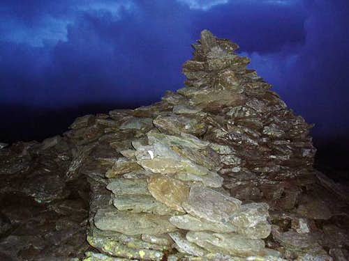 Cairn at 3209\' (978 m) on the Pen
