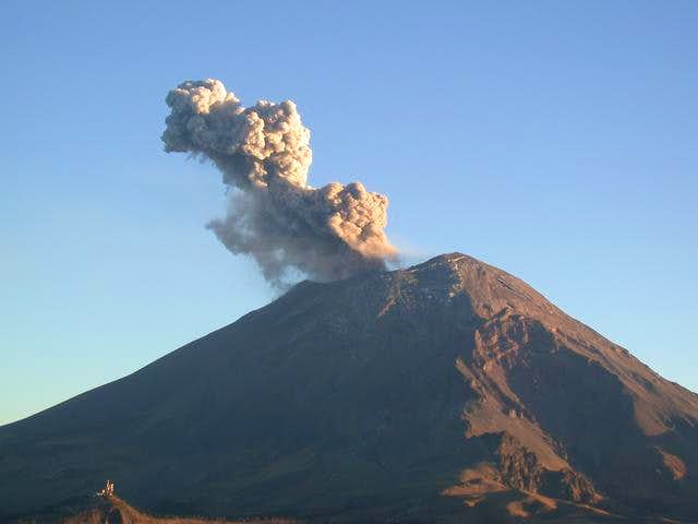 Small eruption on Popo as...