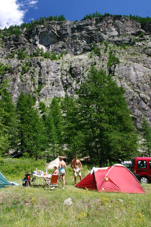 Campsite at the bottom of Draye-area
