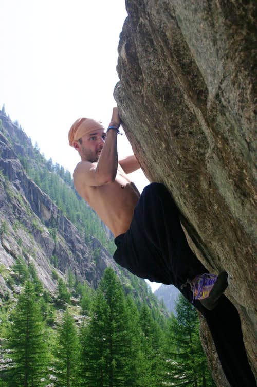 Bouldering in Ailefroide