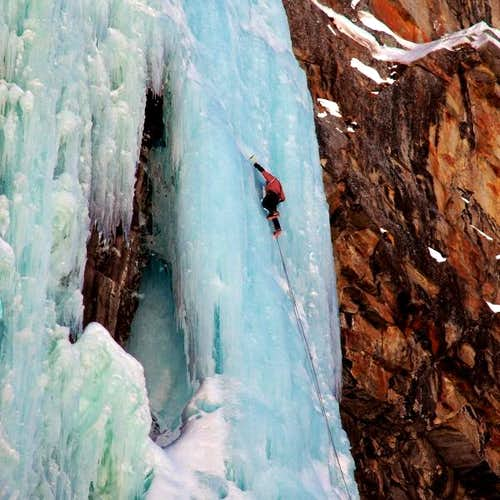 Iceclimbing in Italy