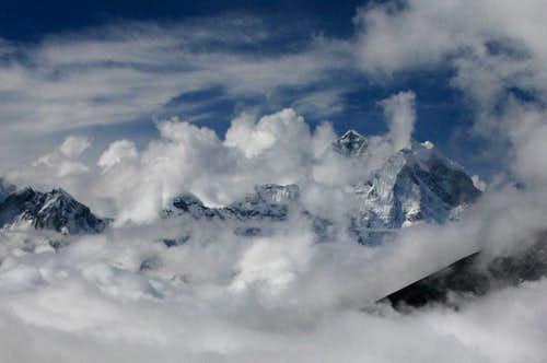 Thamserku covered in clouds
