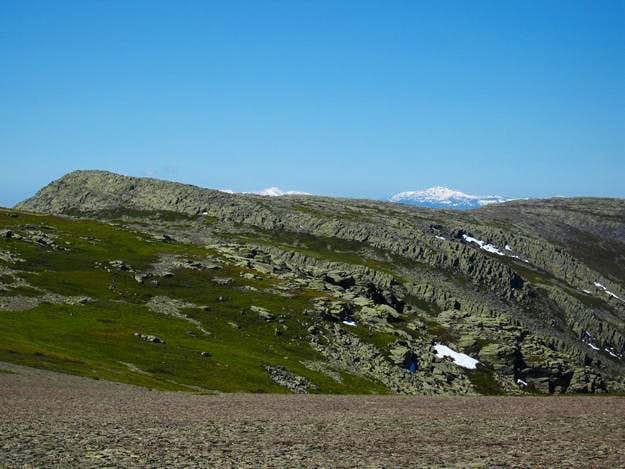 Peñalara and Cabezas (snow covered)  seen from Loma de las Piquerinas