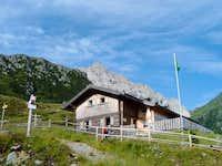 Neue Porzehütte 1942 m