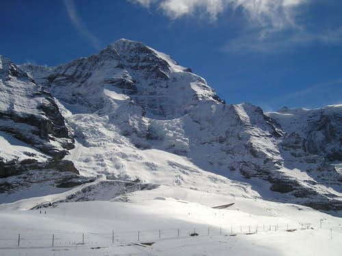 Mönch from Kleine Scheidegg, Nollen is the right ridge
