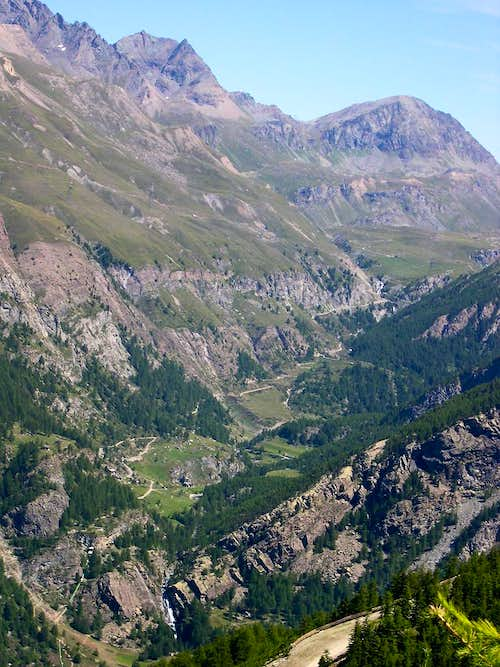 Torre Pontonnet, Colle Pontonnet  and Torre Ponton at the head of Vallone dell'Urtier