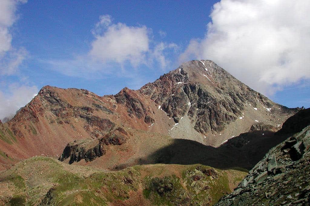 Mont Ross de Comboè <i>3285m</i>, Piccolo Emilius <i>3342m</i> and Monte Emilius <i>3559m</i> from colle Garin