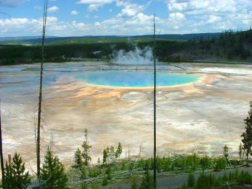 Yellowstone\'s largest hot spring