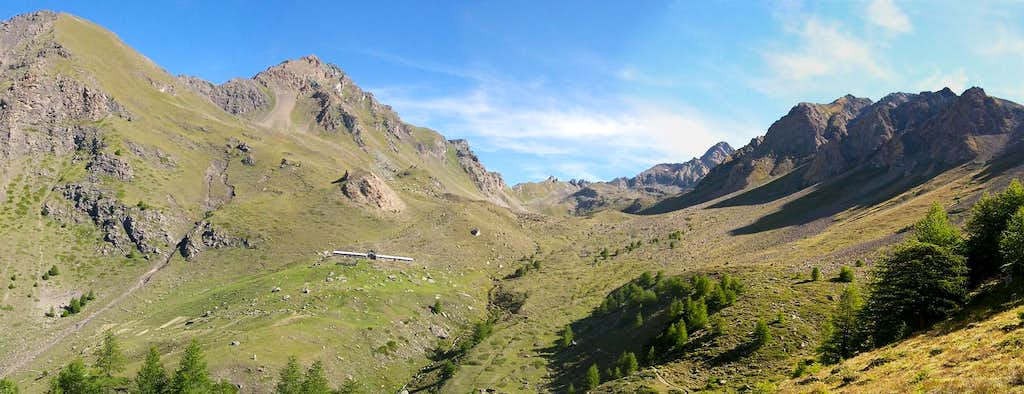 Overall view of  Vallone di Arpisson <br>and the ridges containing it
