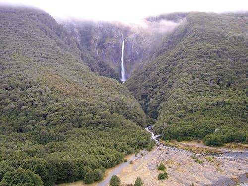 Devils Punchbowl waterfall from Scotts Track