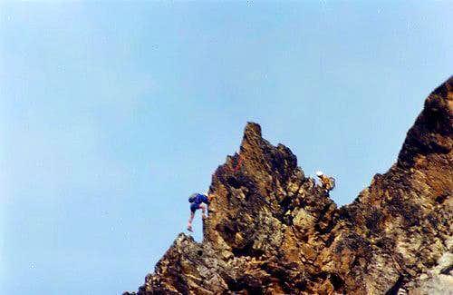 NW arête of  Monte Emilius <i>(3559 m) </i>:   crossing  the