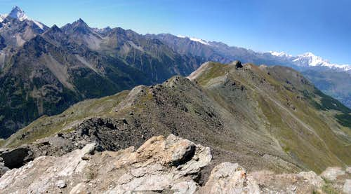 The ridge between Valle di Cogne and Conca di Pila, starting from Punta di Mompers <i>2793m</i>