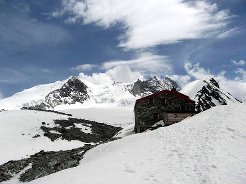 Bishorn,Weisshorn and Cabane de Tracuit
