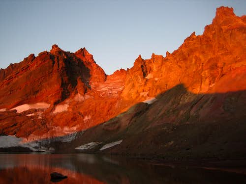 Broken Top Sunset from it\'s cirque lake