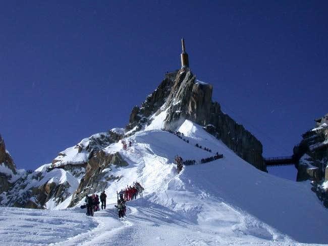 Descent down ridge to Vallee...