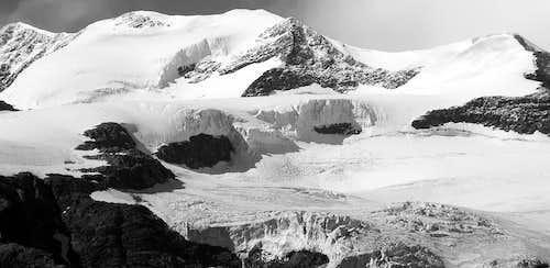 Il Castore (4226m) e la punta Felik (4176m)