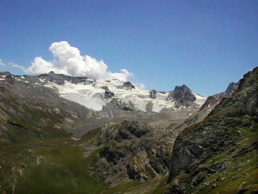 Punta Basei <i>(3337m)</i>, Punta Bousson <i>(3337m)</i>, Punta Galisia <i>(3346m)</i>,  Roc Basagne <i>(3222m)