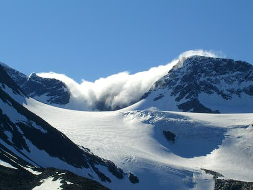 Afternoon Cloud on Isfallglaciaren