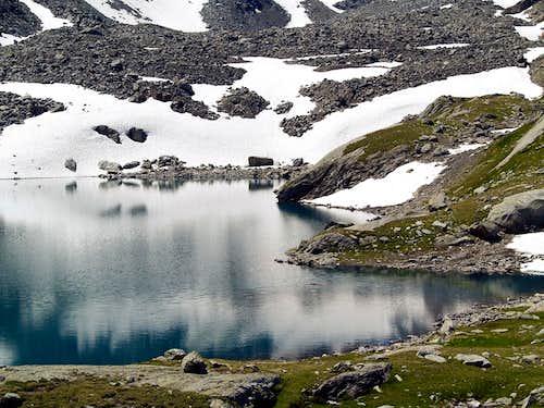 Il lago di Pietra Rossa (2556 m)