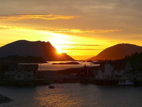 Midnight Sun at Henningsvær