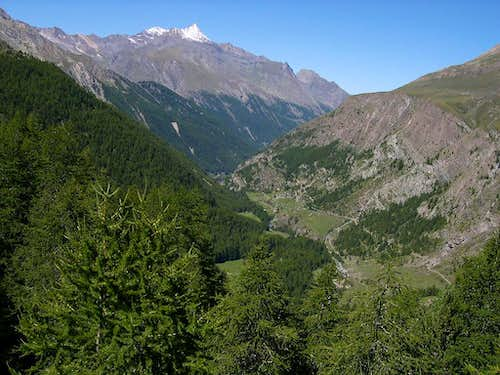 The initial part of Vallone dell'Urtier seen from the trail of Teppelunghe