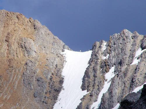 Other climbers and the Snowshelf 1