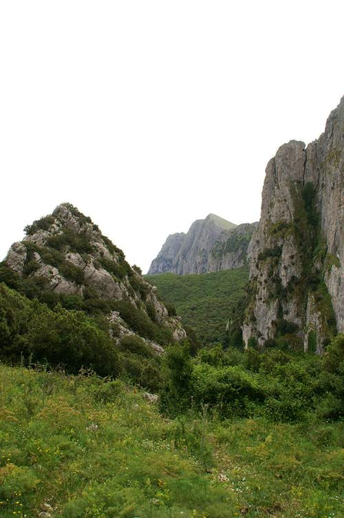 Southern access route: Looking back through the gap to Rocca Busambra