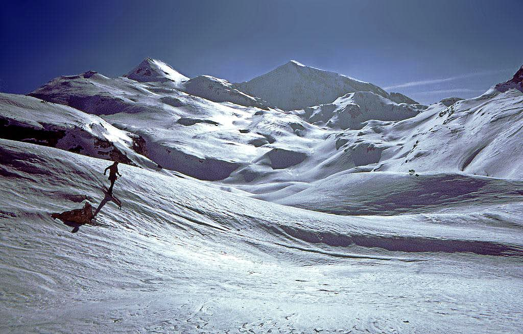 Ski tour from Komna