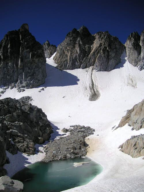 East Dragontail Peak (r) and Witches Tower (l) rise above Mist Pond at Aasgard Pass