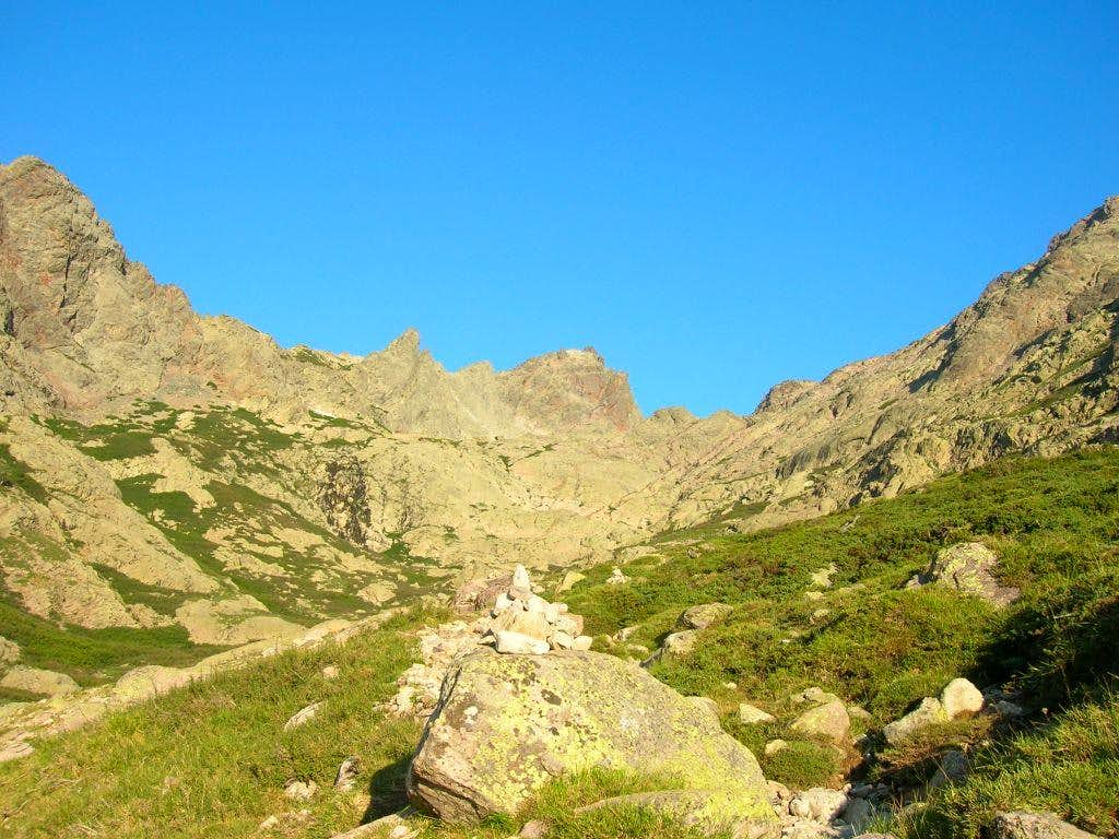 The trail to Lac du Cinto