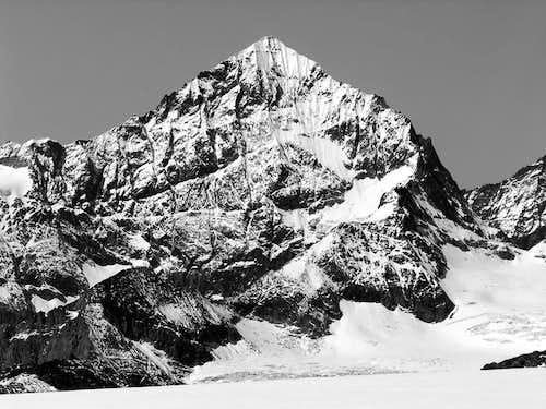 B&W La Dent Blanche (4356 m)