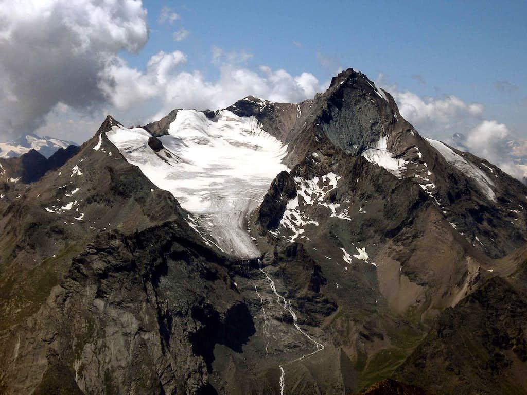 Grivola seen from Monte Emilius.