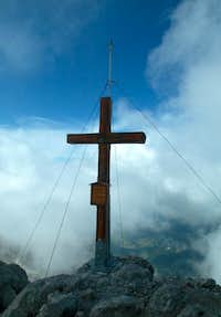 Pointe Percée - wooden cross on top