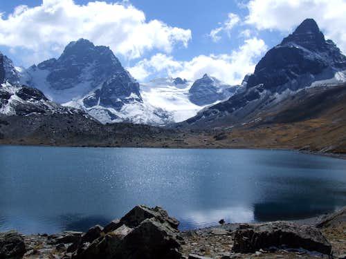 View btwn Huallomen and Aguja Negra twds Pyramide Blanca, Cordillera real, Bolivia