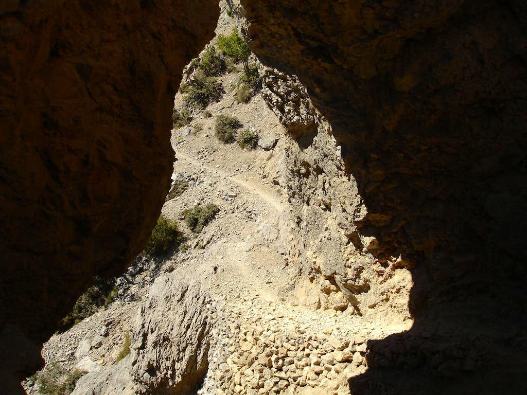 Deamon cave