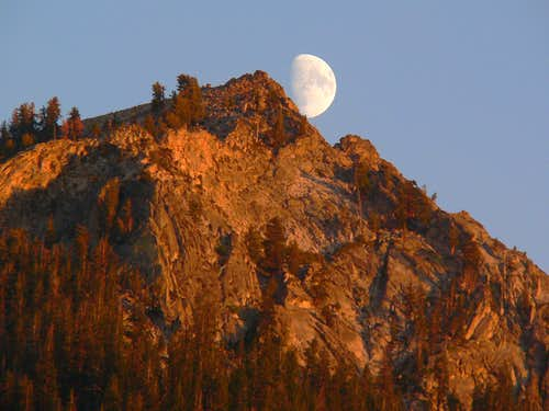 Moonrise over Kings Canyon