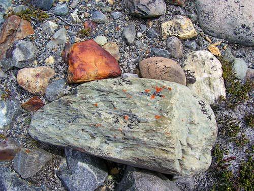 Piedras cerca de  Lago Torre