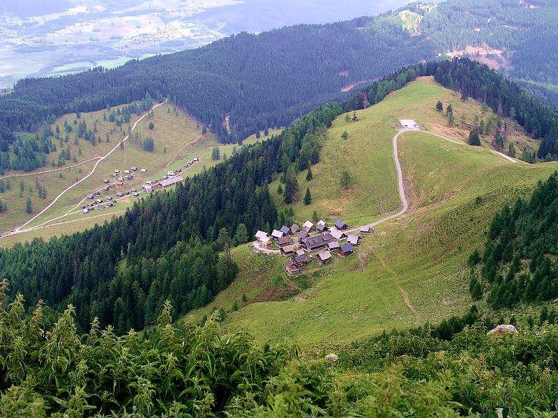 Poludnig/Poludnik Alpine Settlements