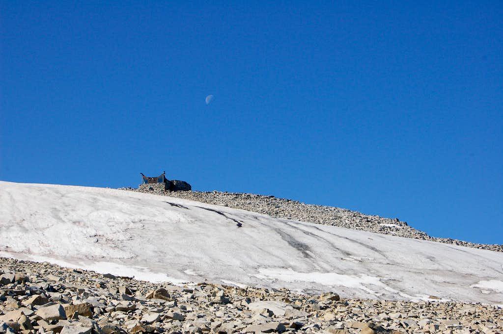 Moon above Galdhøpiggen's summit