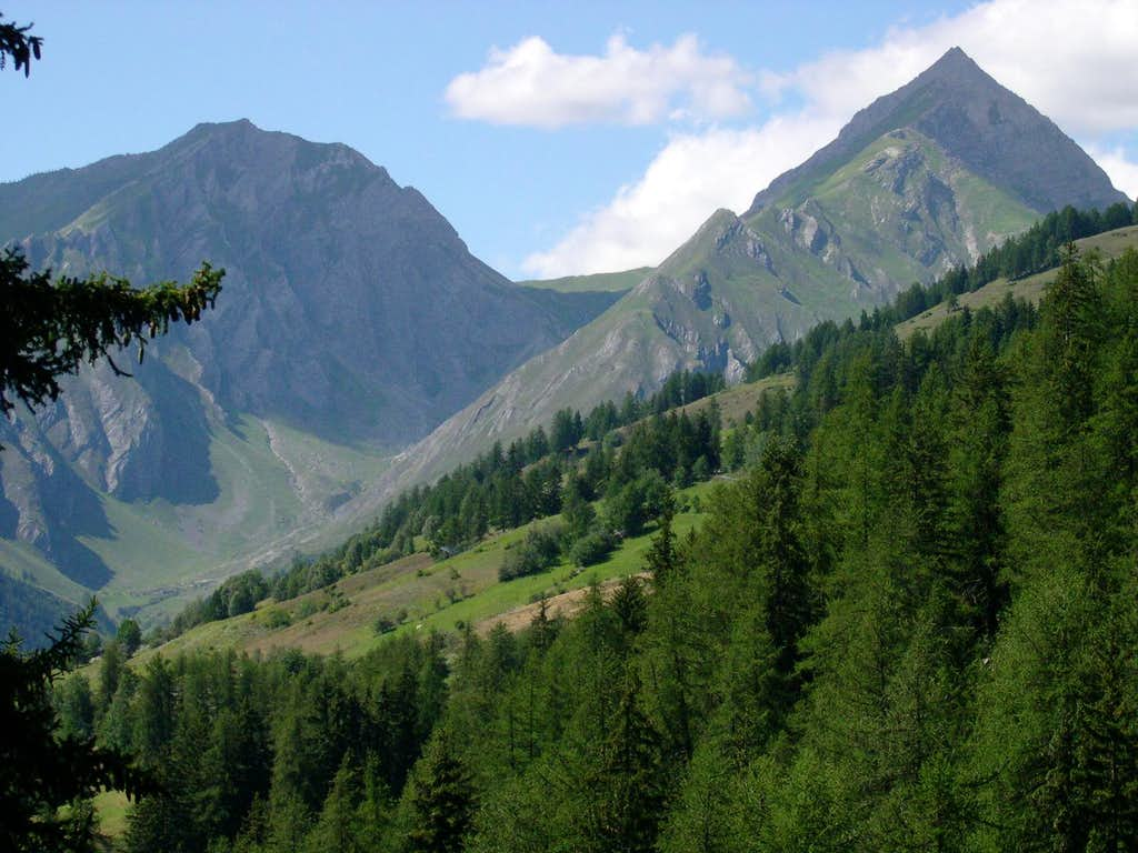 Liconi valley, between Testa di Liconi (left) and Aiguille de Chambave (right)