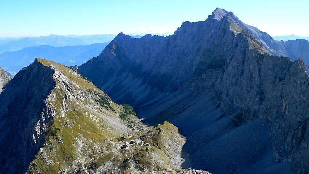 The Lamsenjochhütte