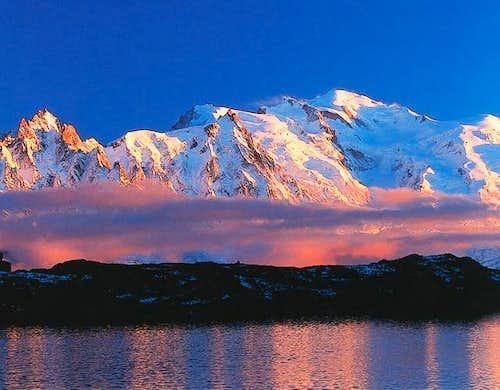 Amazing sunset shot of Mont...
