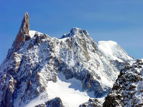 Dente del Gigante,  Aiguille de Rochefort <br>  and Grandes Jorasses in the background