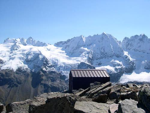Leonessa fixed bivouac <i>2910m</i> <br> at the foot of the east ridge of Herbetet <i>3778m</i>