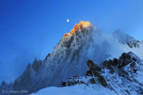 Sunrise and moonset