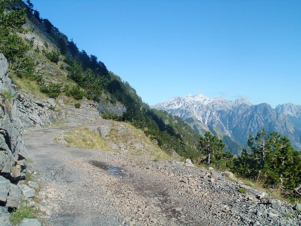 The road Boge - Theti