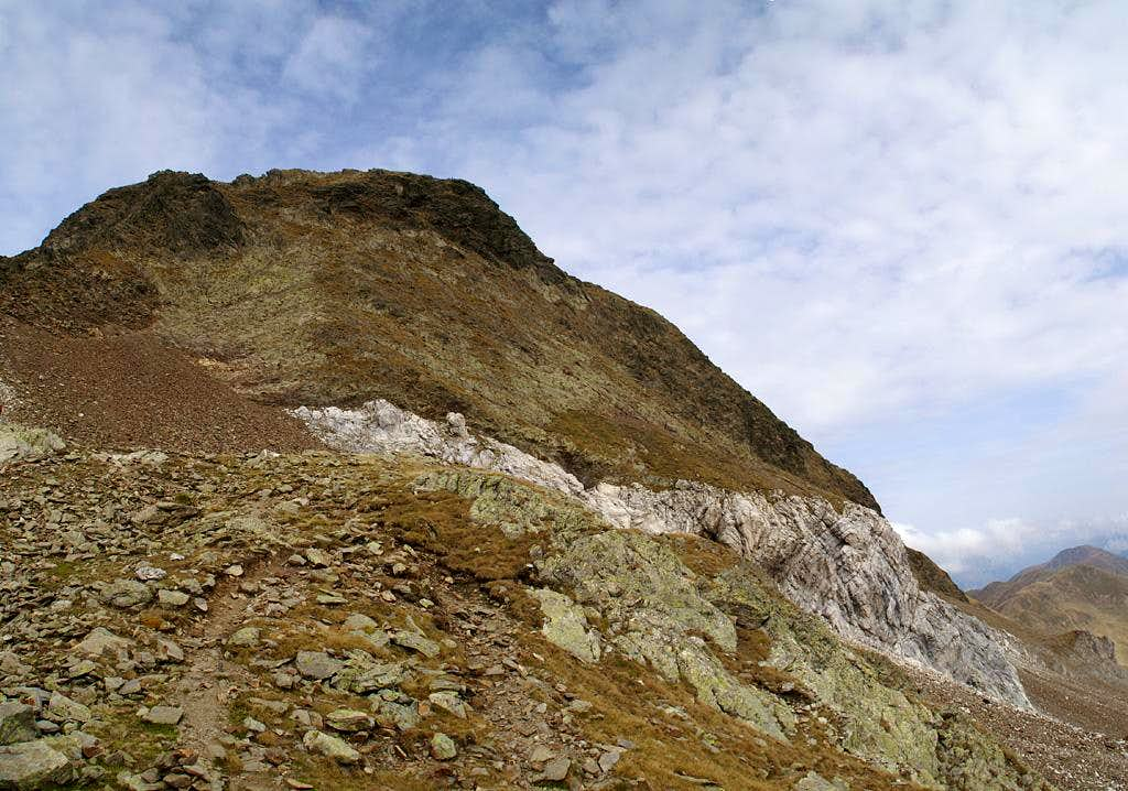 The Weißhorn summit seen from the col