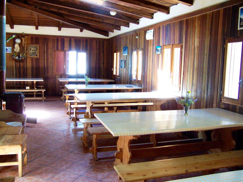 Refugio Ishinca Dining