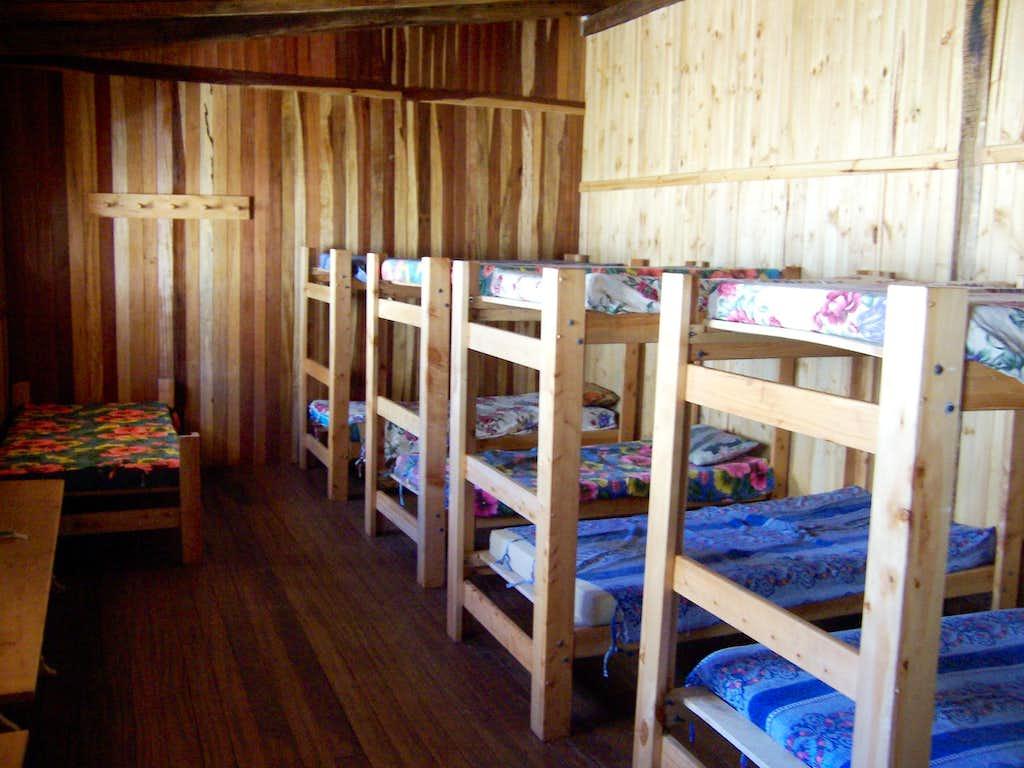 Refugio Ishinca Beds