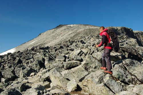 Climb to Keihaus topp (2355m) on route to Galdhøpiggen's Summit